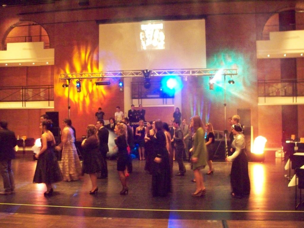 Tanzschule-Ball Truss, LED, PAbschlussball Tanzschule Truss, LED, PA
