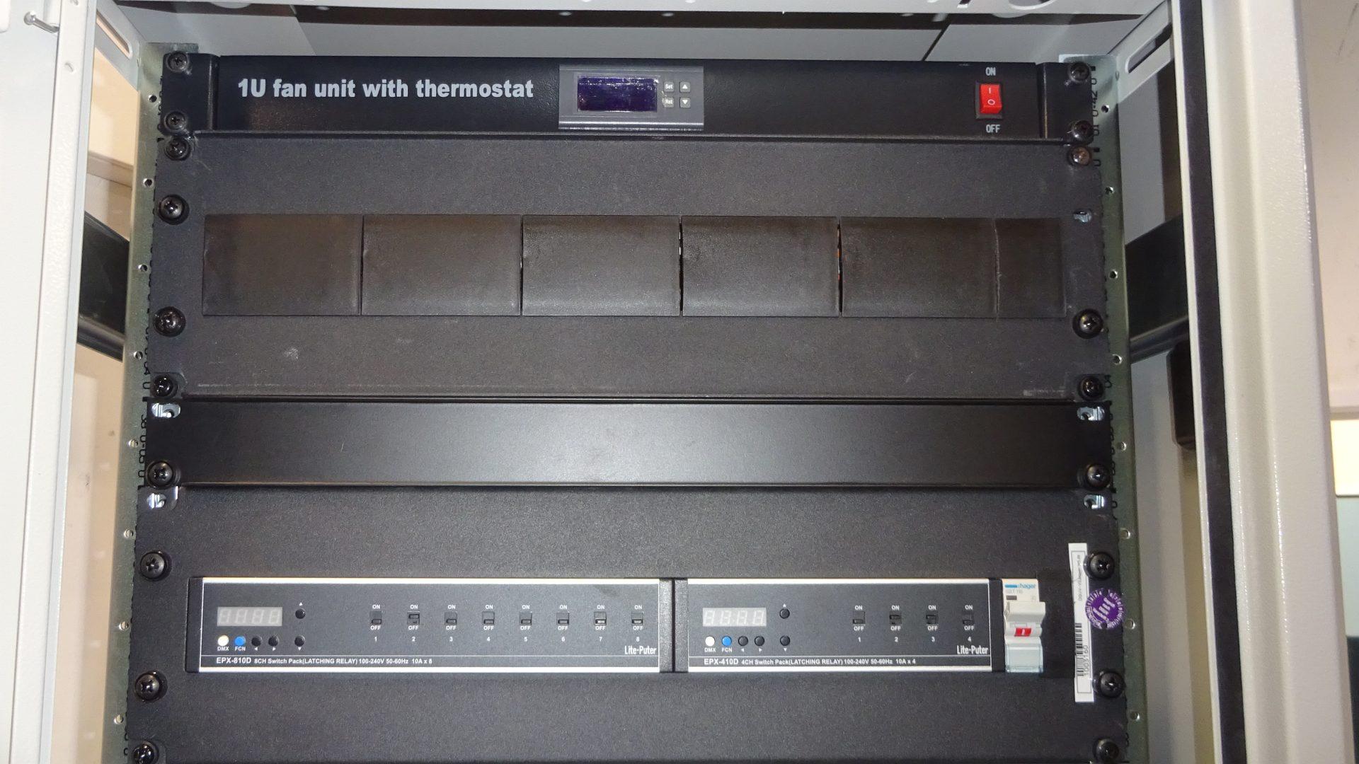 Anschlusa Switch AV Serverschrank