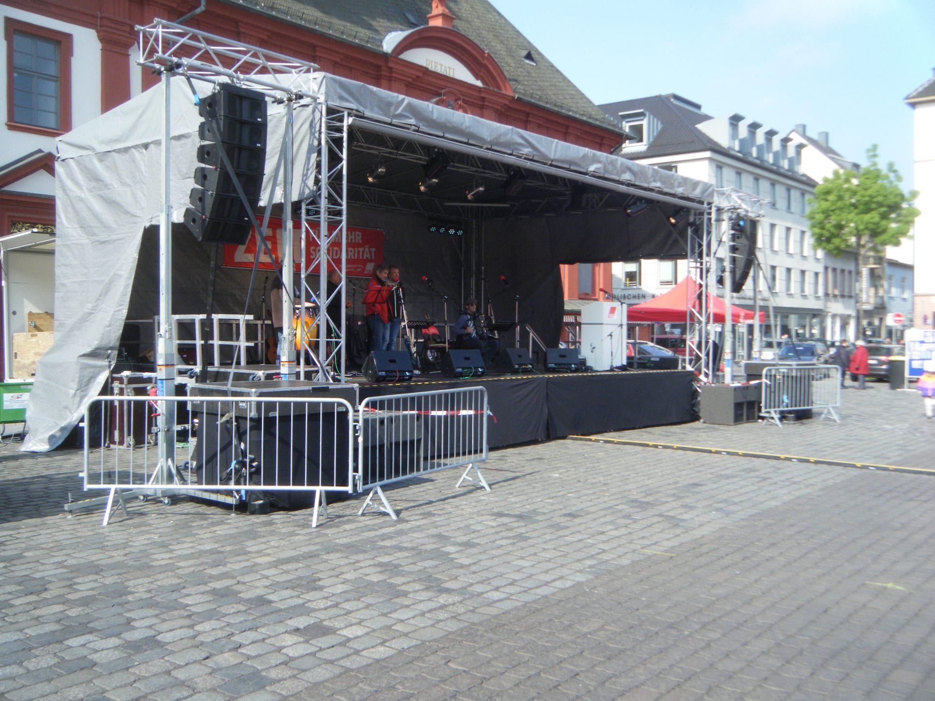 Bühne 10m x 6m