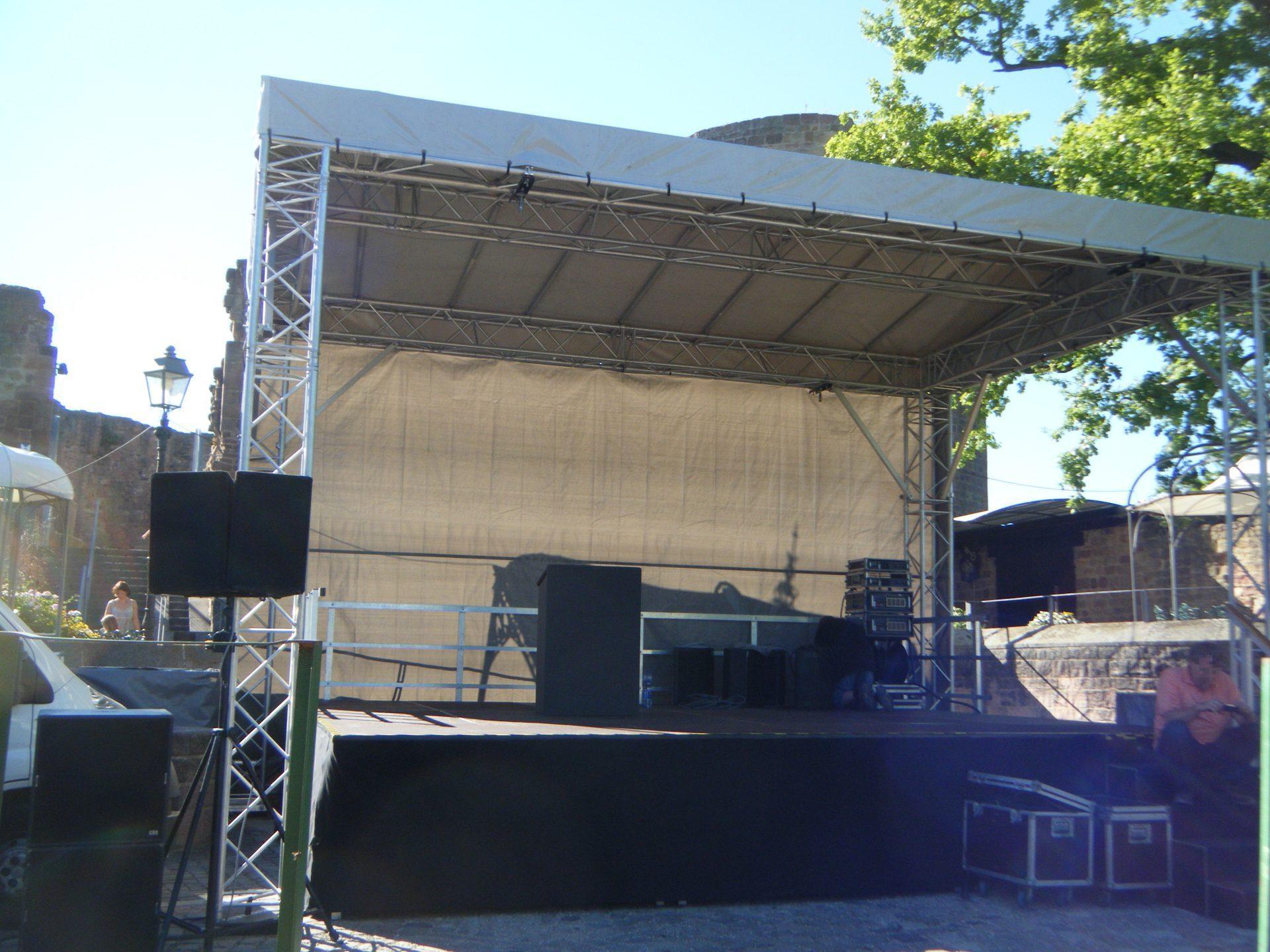 Bühne 7m x 5m an der Burg Altleiningen