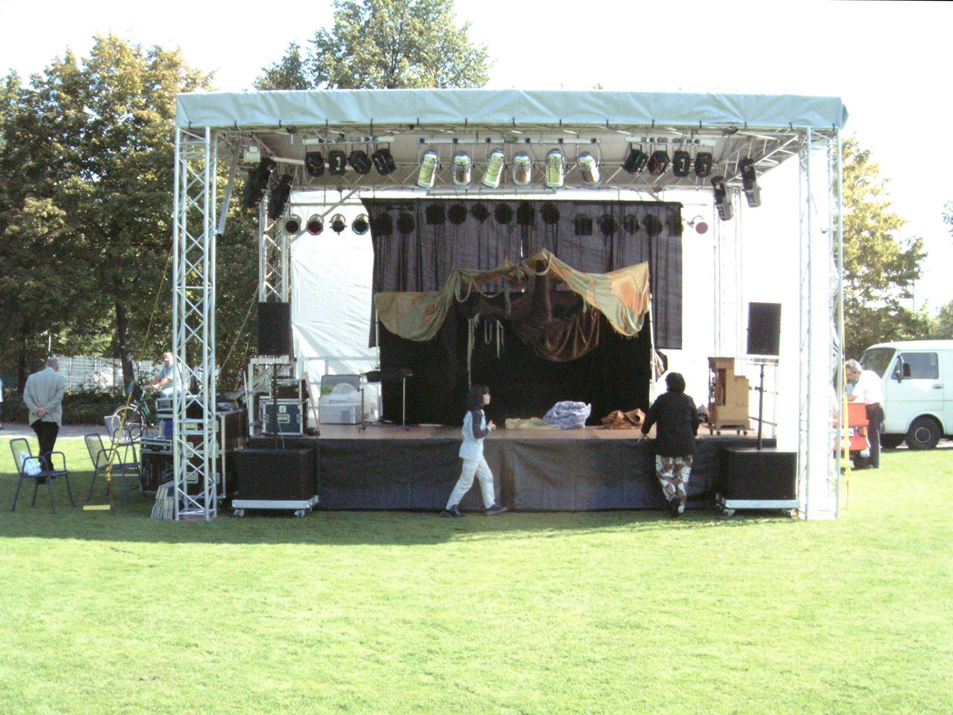 Bühne 7m x 5m im Park