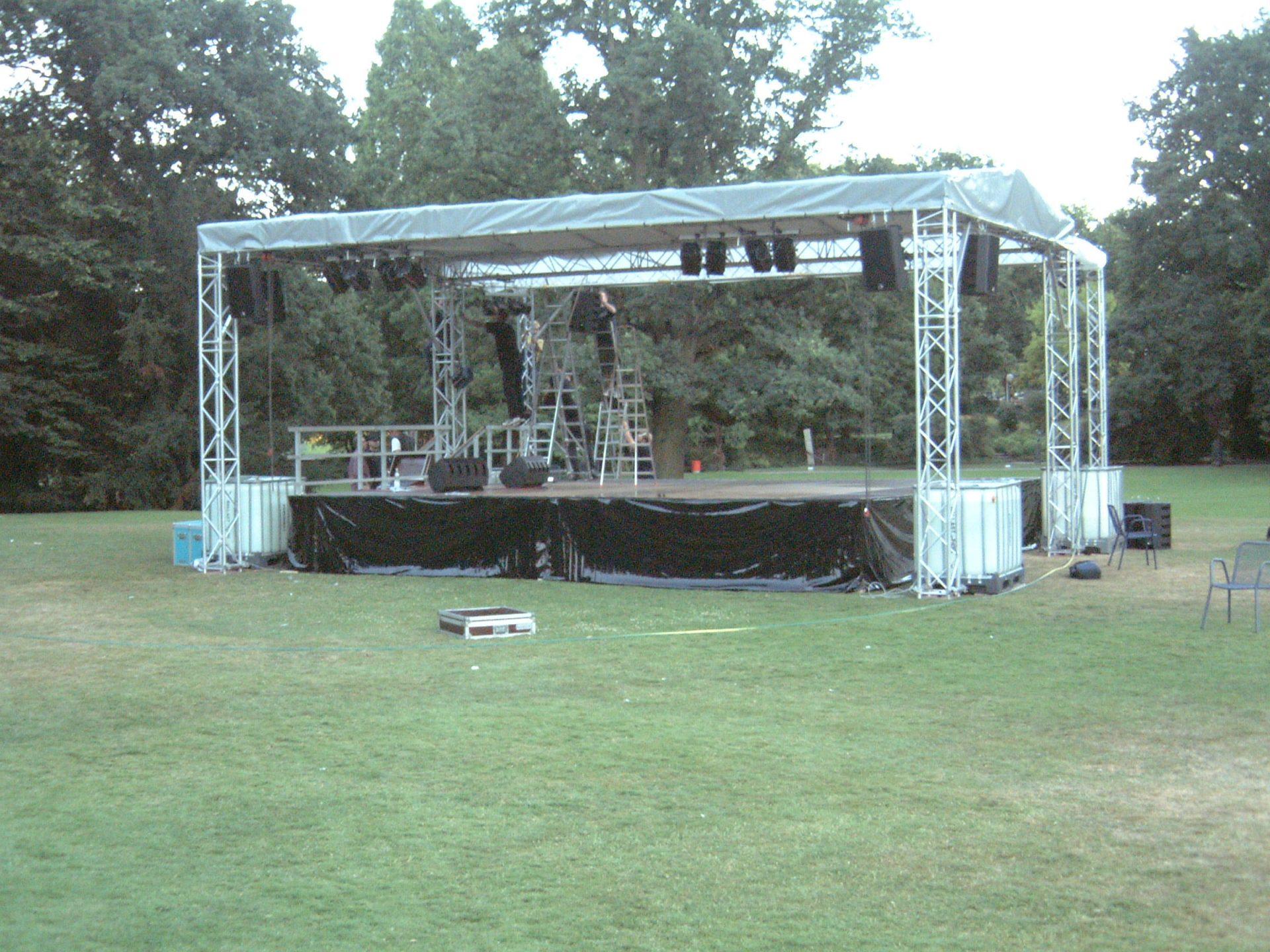 Bühne im Park