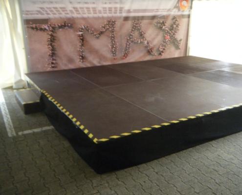 Bühne im Zelt