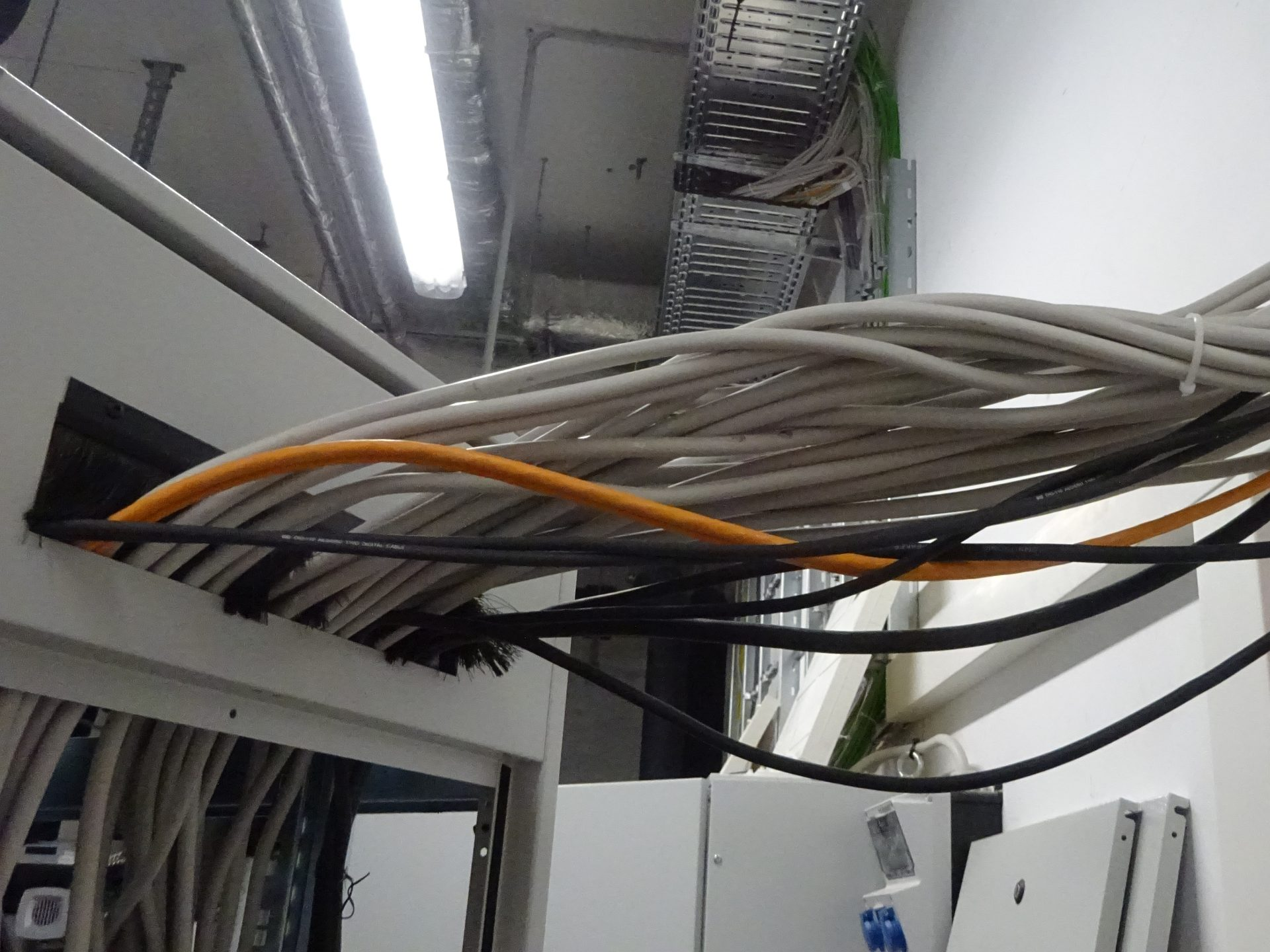 Dimmer Verkabelung AV Serverschrank