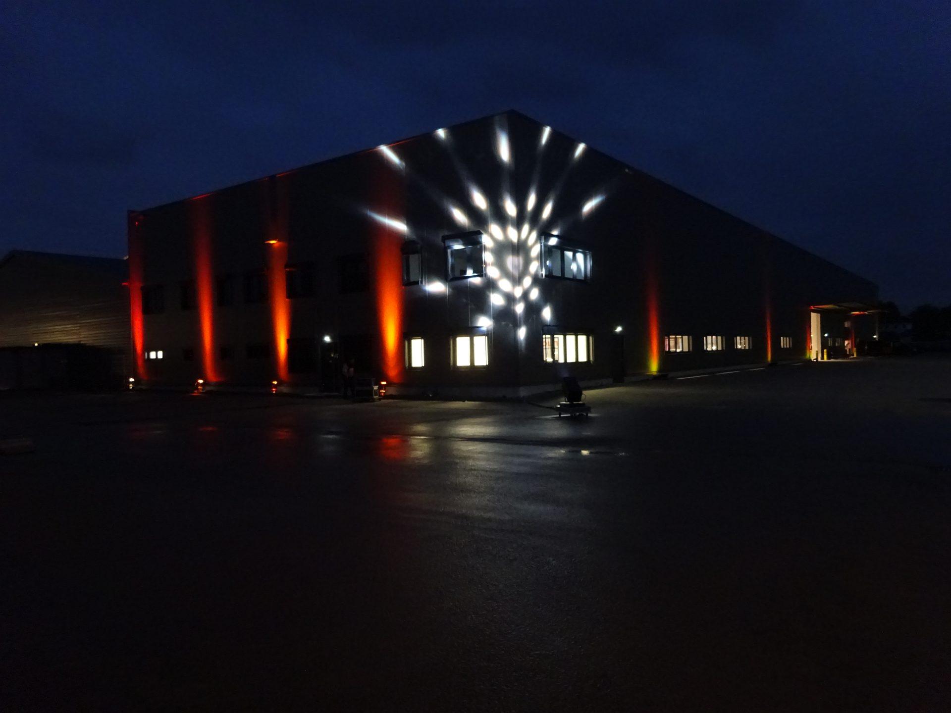 Outdoorbeleuchtung Industriehalle mit Studio Due Spaceflower