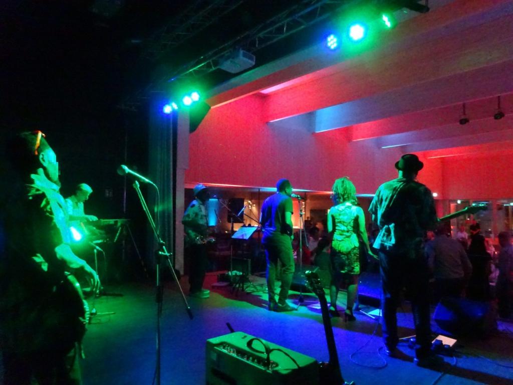 Reggaeband bei einem Firmenevent