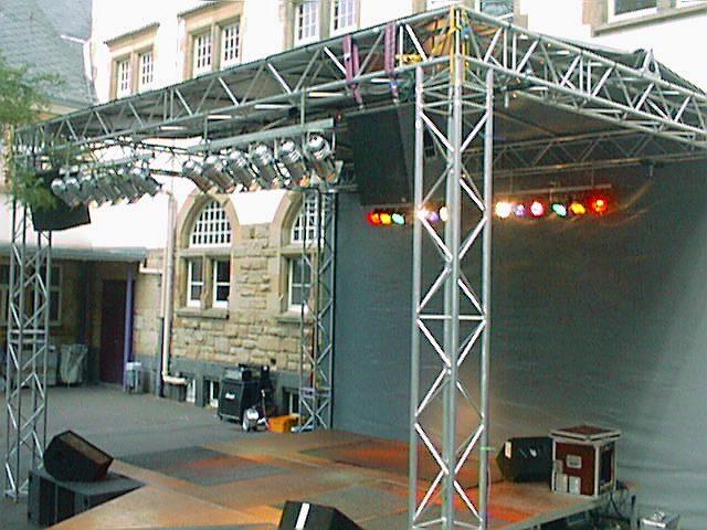 Bühne 7m x 5m Dreieckelement