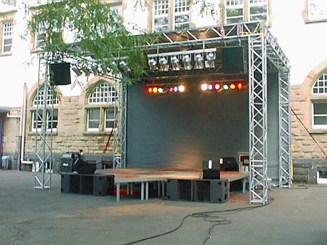 Bühne 7m x 5m Dreieckelement Top geflogen