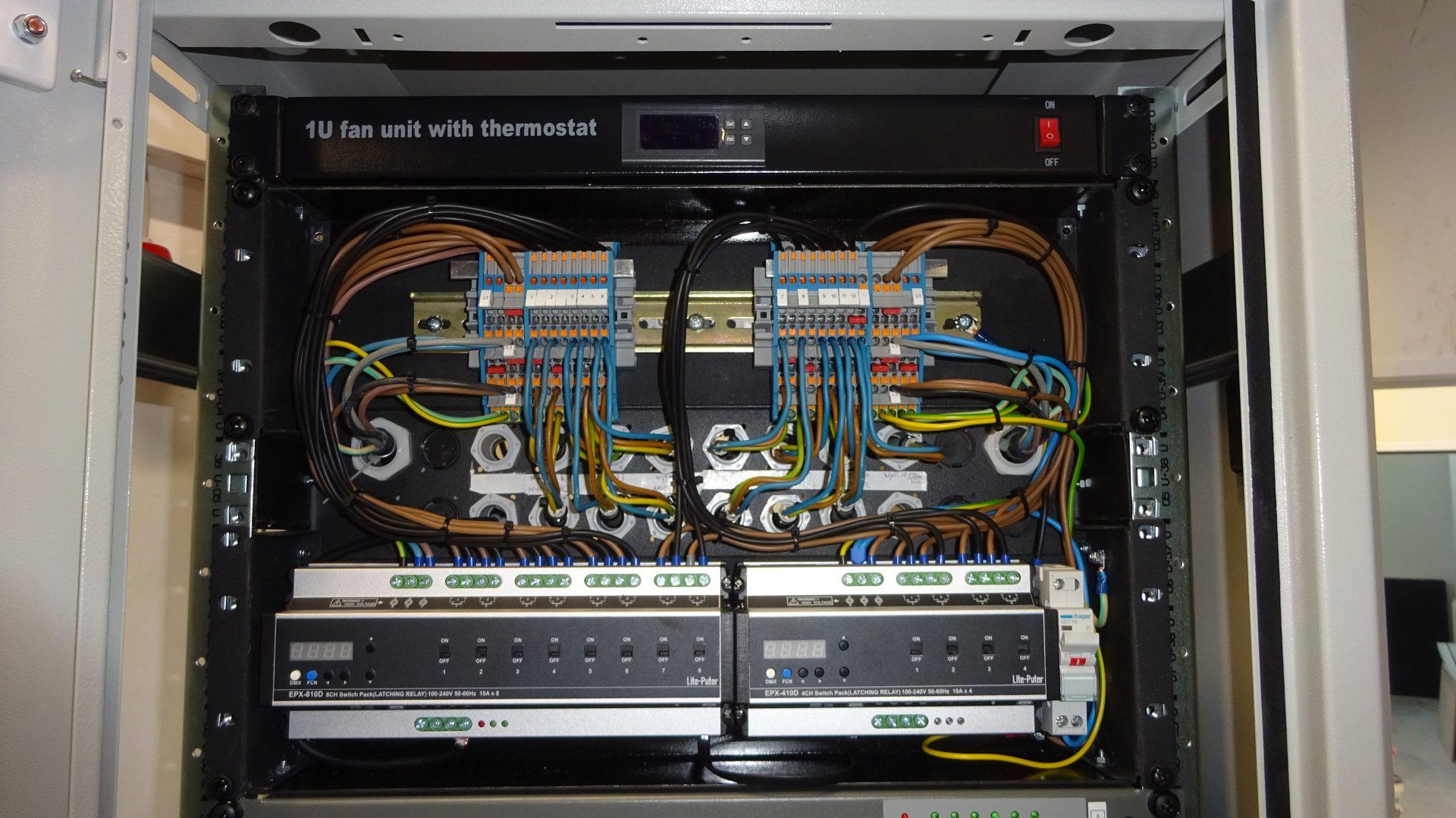 Switch Verkabelung AV Serverschrank