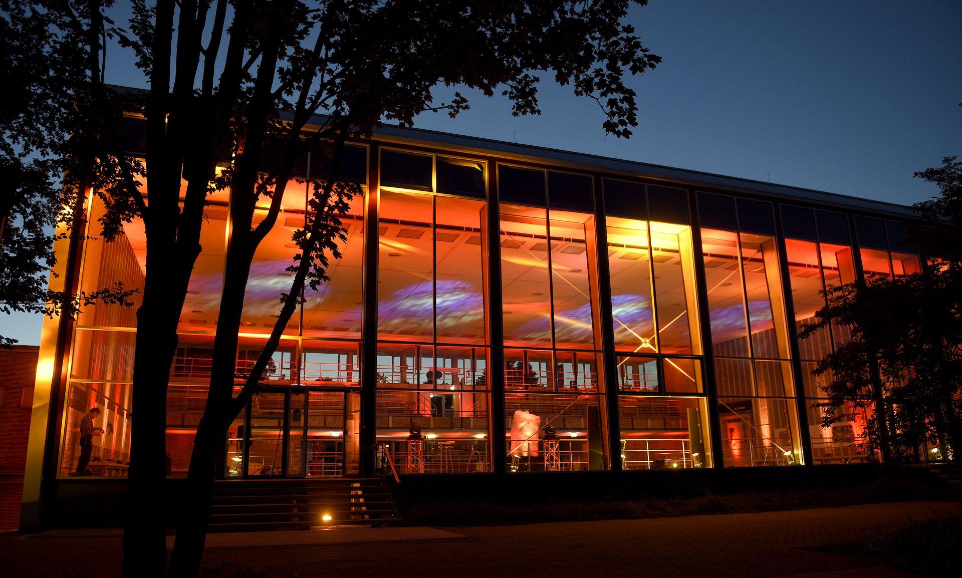 Denkmal Fassade Hallenbad Night of Light