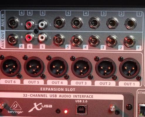 Behringer X32 Rack Aux