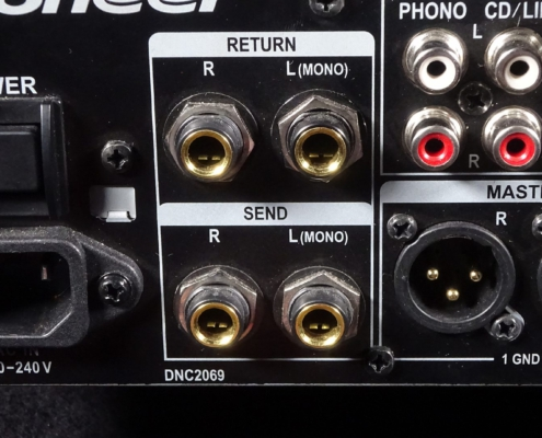 Pioneer DJM850 Sends
