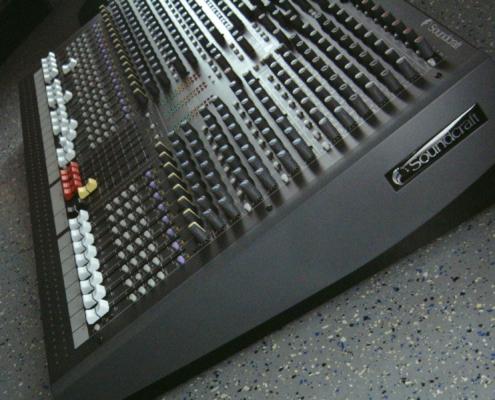 Soundcraft LX7 Side