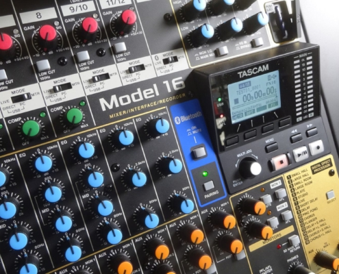 Musiksaal Tonanlage Tascam Model 16 Menu