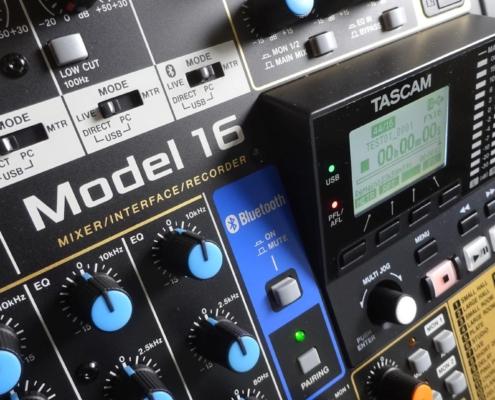 Musiksaal Tonanlage Tascam Model 16 Bluetooth