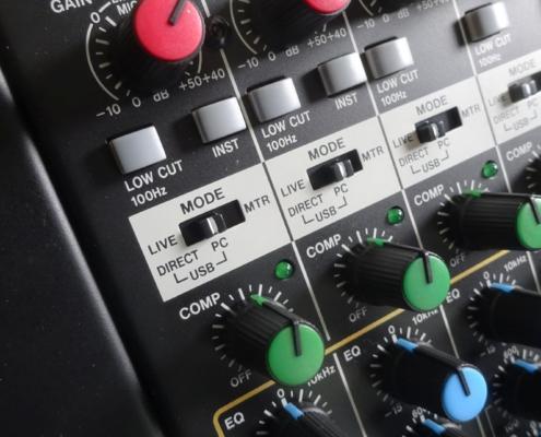 Musiksaal Tonanlage Tascam Model 16 Live/ Multitrack Umschalter